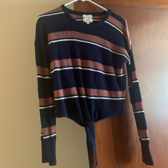 Hippie Rose Sweaters - NWOT Hippie Rose Tie Front Sweater - Size Small